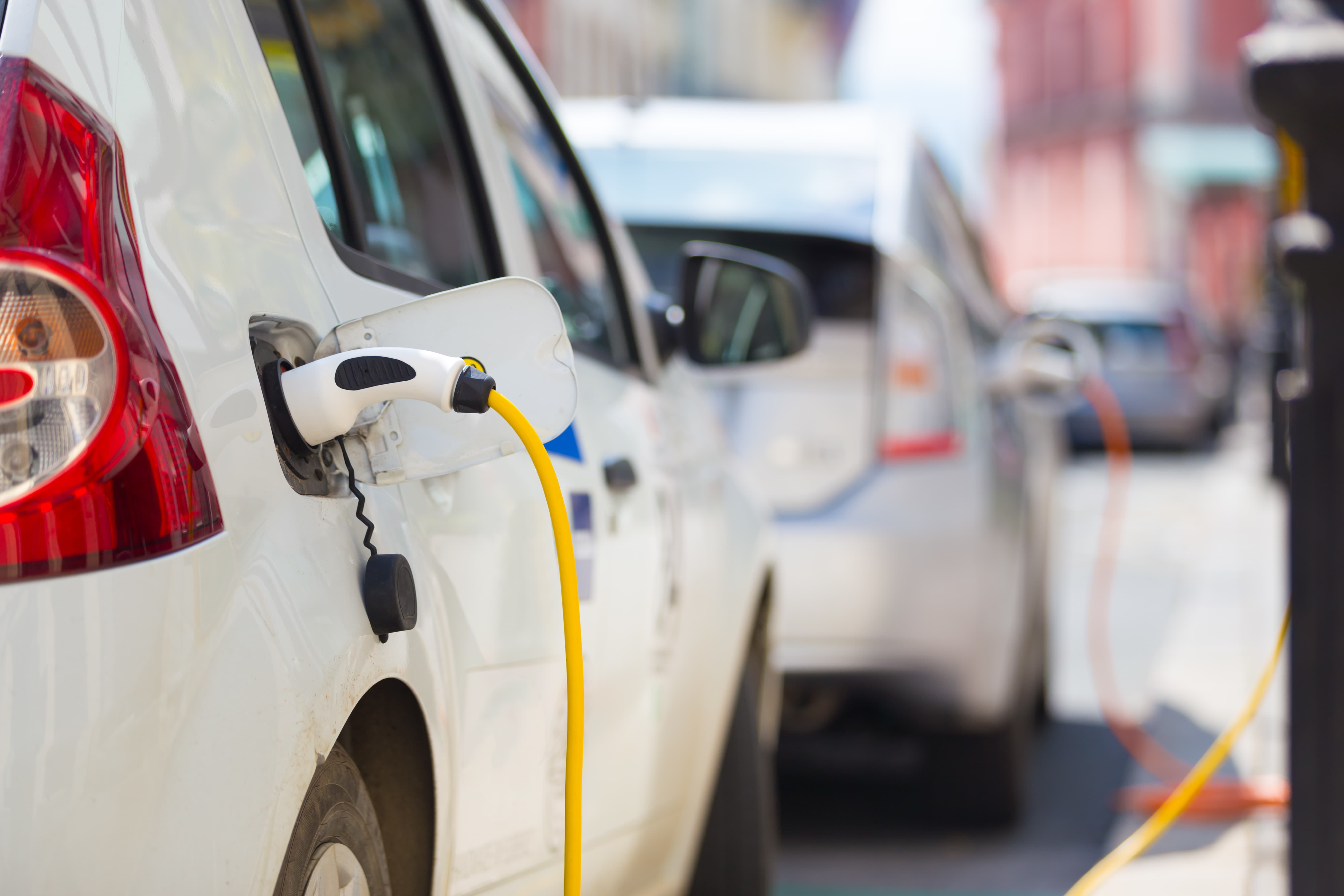 Potential obstacles are in the way of Dutch climate objectives to deploy 1,900,000 electric vehicles by 2030, up from 142,000 electric cars on the road in 2018.